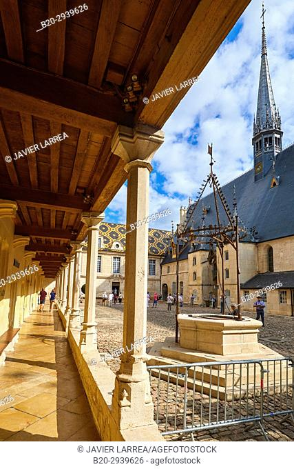 The Courtyard, The Hôtel-Dieu, Hospices de Beaune, Beaune, Côte d'Or, Burgundy Region, Bourgogne, France, Europe