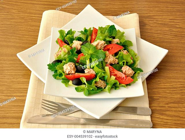 Tuna salad with mint and mixed vegetables