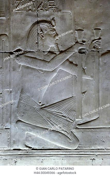 Abydos,Egypt, the mortuary temple of pharaoh Seti I, Menmaatra, (XIX° dyn. 1321-1186 B.C.) - The king offering