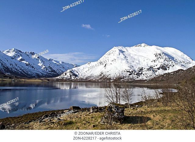Blick über den Gullesfjorden auf der Insel Hinnoya