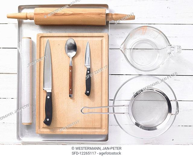 Kitchen utensils for making mini pizzas