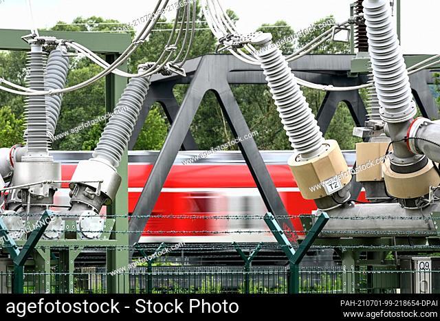 01 July 2021, Baden-Wuerttemberg, Niederbiegen: A diesel locomotive is crossing a bridge on the southern rail line from Ulm to Friedrichshafen