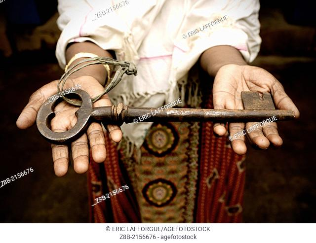 Key of the Mansion; Kanadukathan is a big village full of huge and desert mansions made with burma teck, It's a pleasant place, as there 's no trafic