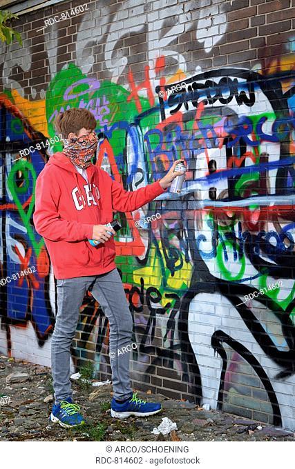 young person, graffiti sprayer