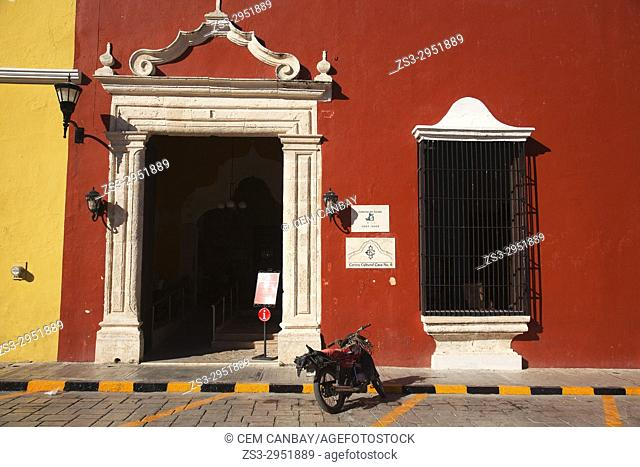 Colonial building used as Cultur Center-Casa Centro Cultural at the historic center of Campeche, Campeche Region, Mexico, Central America