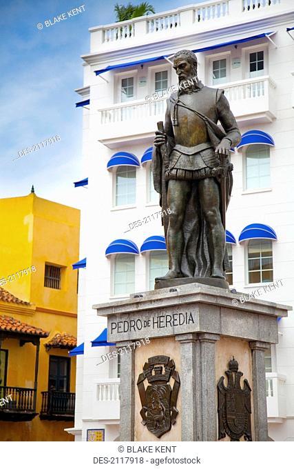 Statue of pedro de heredia in plaza de los coches, cartagena colombia