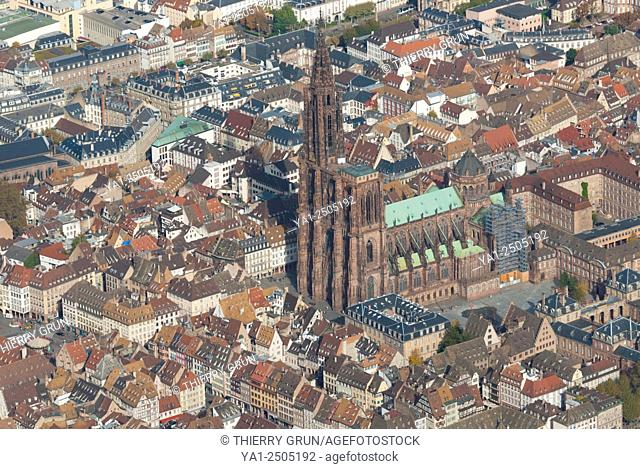 France, Bas Rhin 67, Strasbourg town, historic centre with cathedral aerial view