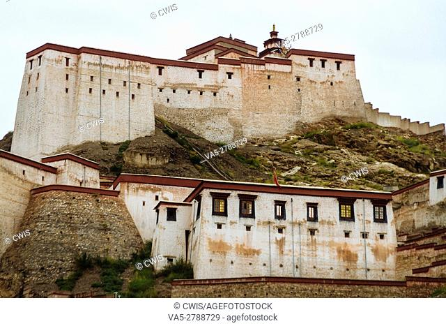 The view of the Great Gyantse Castle in the daytime