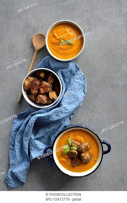 Pumpkin Curry Soup with Chicken in Spices