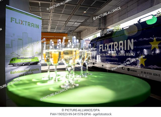 23 May 2019, North Rhine-Westphalia, Cologne: Champagne glasses are standing on a table in front of the locomotive before the first trip of the FlixTrain...