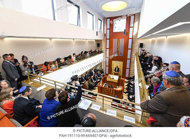 10 November 2019, Baden-Wuerttemberg, Konstanz: Hundreds of people of Jewish faith celebrate the opening of the new synagogue. Photo: Felix Kästle/dpa