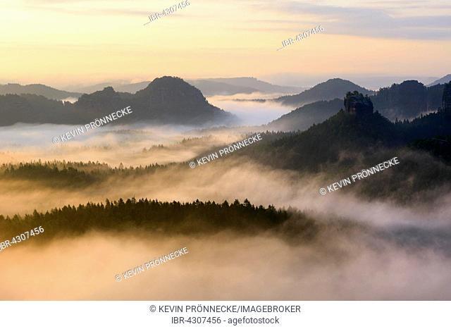 View from Kleiner Winterberg to Hinteres Raubschloss or Winterstein and Lorenzsteine, Elbe Sandstone Mountains, Saxon Switzerland, Saxony, Germany