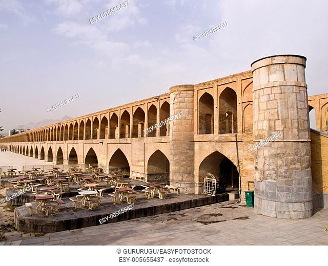 33 pol Allah Verdi Khan bridge in Isfahan, Iran in the morning
