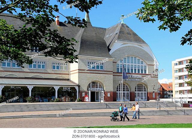 Das Alte Kurhaus in Westerland auf Sylt wurde 1897 in dem damals mondänen Seebad errichtet. Nach einer wechselvollen Geschichte beherbergt es heute das Rathaus...