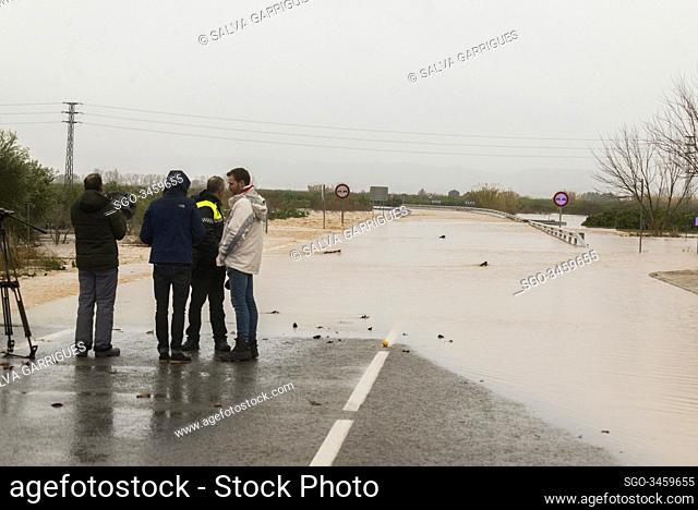 Alberic, Valencia, Spain, January 21, 2020. Police interviewed by television when controlling the access of vehicles on the road flooded by the overflow of the...