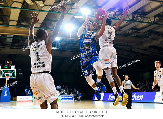 Daniel Norl (Lions) in duels with Lee William (Nuernberg). GES / Basketball / ProA: PSK Lions - Nuernberg Falcons, 12.10.2019 - | usage worldwide