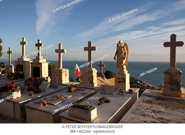 Graves with crosses and angel, in the back Cap Martin, cemetery of the village of Roquebrune, Roquebrune Cap Martin, Département Alpes Maritimes