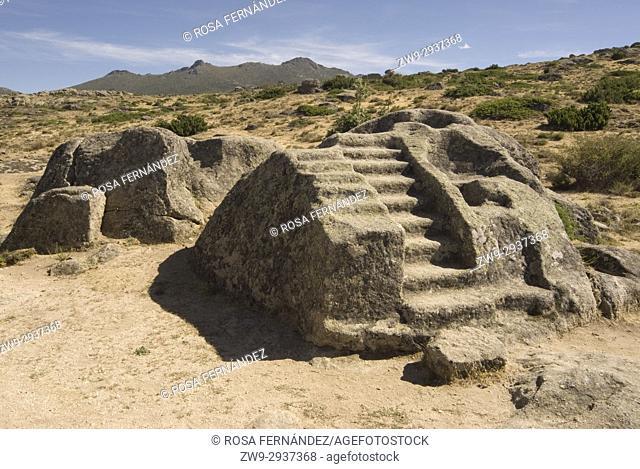 Primitive altar for sacrifices sculpted in a granite block, Castro de Ulaca, Villaviciosa, Ávila, Castilla y Leon, Castile, Spain