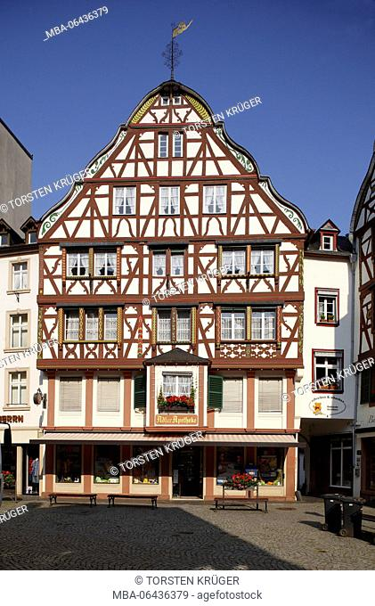 Marketplace with half-timbered house in the Old Town of Bernkastel, Bernkastel-Kues, Rhineland-Palatinate, Germany