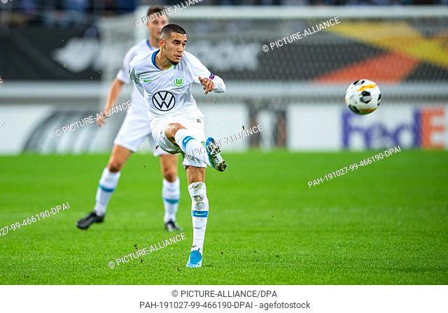24 October 2019, Belgium, Gent: Soccer: Europa League, KAA Gent - VfL Wolfsburg, Group Phase, Group I, Matchday 3. Wolfsburg's William on the ball