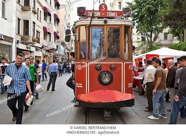 Turkey, Istanbul, Beyoglu, Taksim district, the shopping street Istiklal Caddesi
