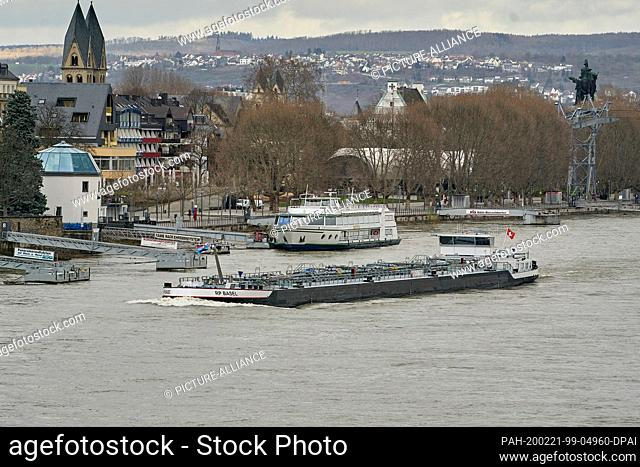 19 February 2020, Rhineland-Palatinate, Koblenz: A cargo ship is sailing on the Rhine near Koblenz. Inland vessels transport more freight than trains in...