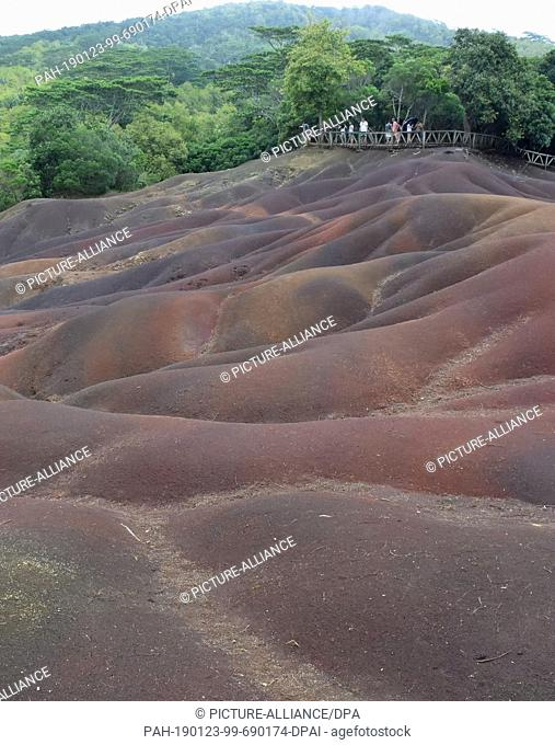 14 November 2017, Mauritius, Chamarel: The Colored Earth of Chamarel (Terres des 7 Couleurs) lies in different hills and shimmers in seven different colors near...