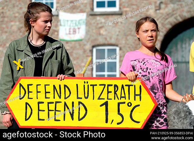 "25 September 2021, North Rhine-Westphalia, Lützerath: Climate activists Luisa Neubauer (l) and Greta Thunberg (r) stand with a sign """"Defend Lützerath Defend 1"