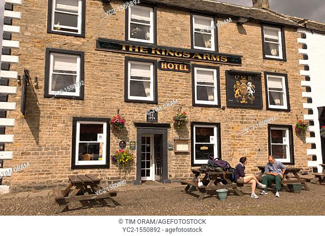 The Kings Arms Hotel in the village of Reeth in Swaledale in North Yorkshire , England , Britain , Uk