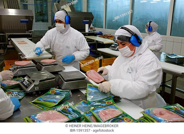 Packaging of meat products, Llanquihue, southern Chile, South America