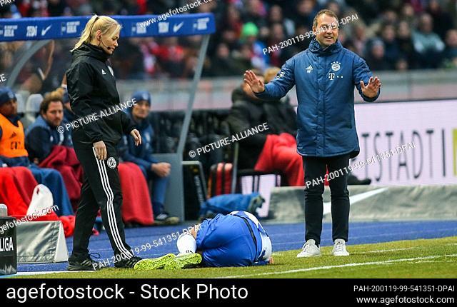 19 January 2020, Berlin: Football: Bundesliga, Hertha BSC - Bayern Munich, 18th matchday, Olympic Stadium. Bibiana Steinhaus (l), fourth official