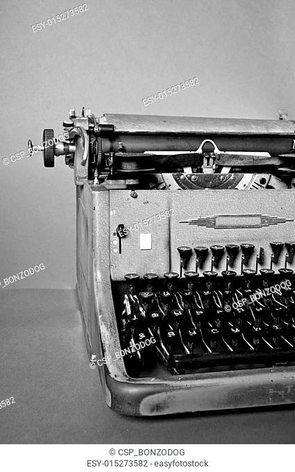 6c15532c2f8 Manual portable typewriter Stock Photos and Images | age fotostock