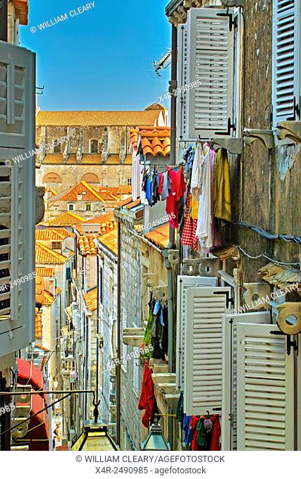 The narrow streets of Dubrovnik old town and washing lines, Dubrovnik, Croatia