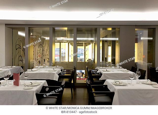 Restaurant of the Hotel Silken Zentro, a designer hotel of the Hoteles Silken group, Saragossa or Zaragoza, Aragon, Spain, Europe
