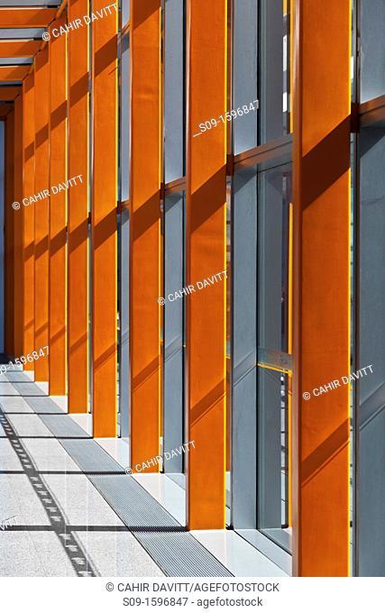 Curtain walling window detail of link bridge in Beijing Airport Terminal, Pinnezhuang, Beijing, China