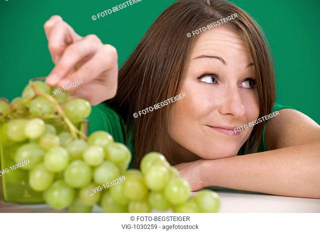 young woman with grapes . - 15/10/2008