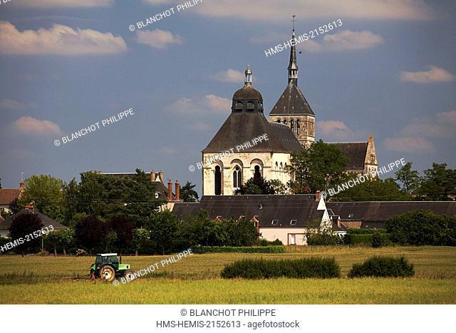 France, Loiret, Saint Benoit sur Loire, General view of the Fleury Abbey and his tower porch
