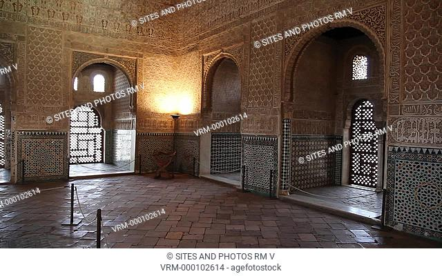 PAN, interior. This is the largest room in the Tower of Comares. It includes nine small rooms in the walls. The floor conserves many original pieces made of...