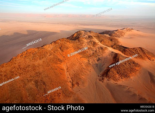 Fahrt im Heißluftballon über der Namib im Namib-Naukluft Nationalpark in Namibia