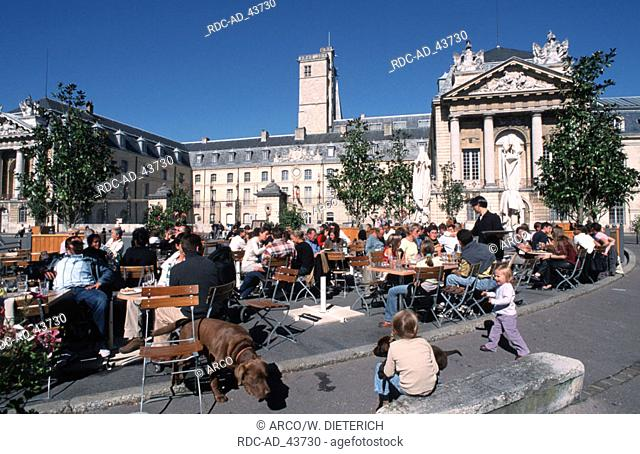 People in cafe at the Place de la Liberation in front of Palais de Ducs Dijon Cote d'Or Burgundy France
