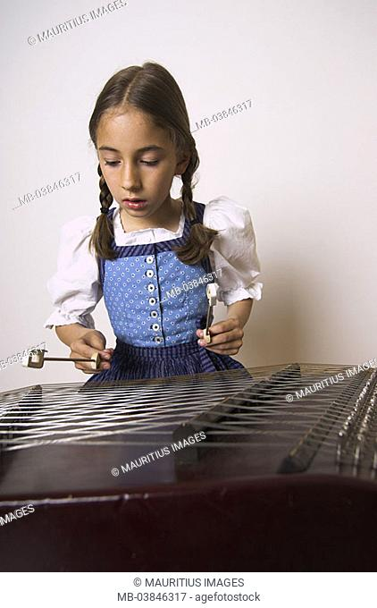 Girls, chopping board, semi-portrait, play series, people child-portrait child 8-10 years brunette, long-haired, braids, nicely, Dirndl, Bavarian, concentration