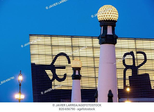 Zurriola bridge and Kursaal Center by Rafael Moneo with Eduardo Chillida's 'Peines del Viento' silhouettes on the façade, San Sebastian