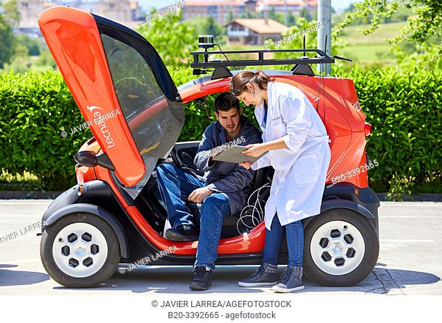Twizzy, electric vehicle, Researchers work in two electric cars, the first one piloted manually and the second one will follow it completely autonomously taking...