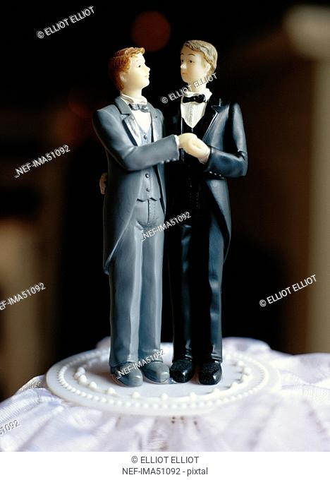A gay bridal couple on a cake, Sweden