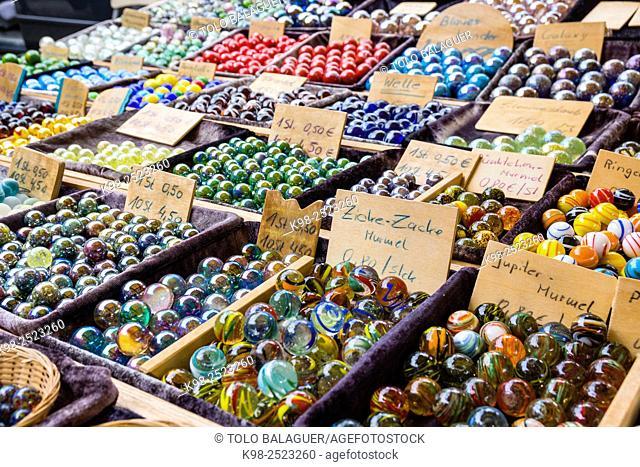 bolas y peonzas, mercado al aire libre, Münsterplattz, Friburgo de Brisgovia, Germany, Europe