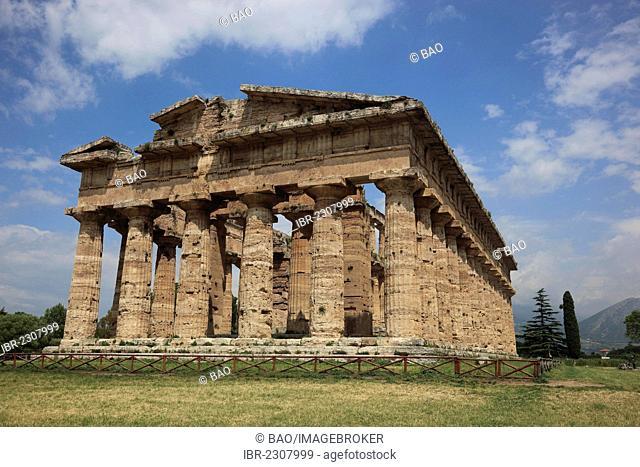 Temple of Poseidon, second Temple of Hera, Paestum, Campania, Italy, Europe