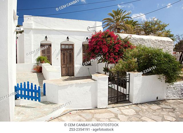 Cyclades house with bougainvilleas on the balcony in Artemonas village, Sifnos, Cyclades Islands, Greek Islands, Greece, Europe