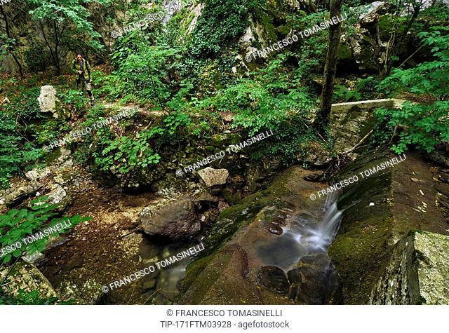 Italy, Umbria, Monte Cucco Park, Pascelupo, Prigioni Valley, River