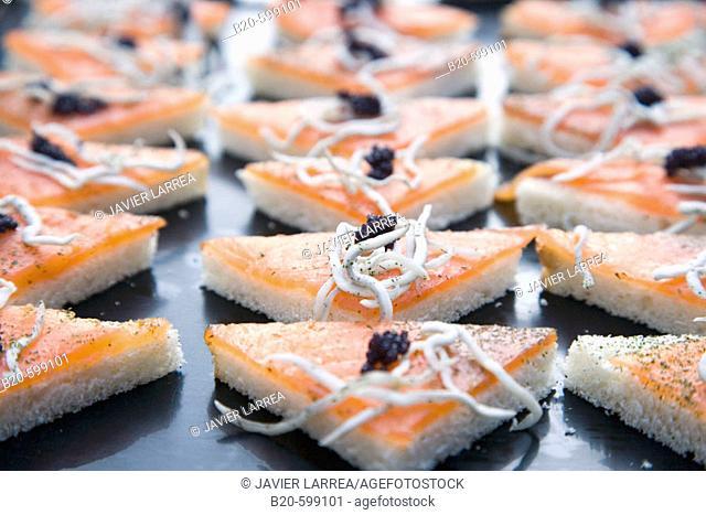 Smoked salmon with hake noodles and caviar. Preparing canapes, Divinus Catering, Tolosa, Gipuzkoa, Euskadi. Spain