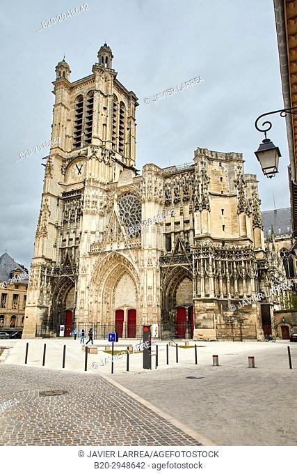 Place Saint-Pierre, Cathedrale Saint-Pierre Saint-Paul, Troyes, Champagne-Ardenne Region, Aube Department, France, Europe